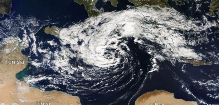 Tropikalny sztorm na Morzu Śródziemnym z końca października 2016 / Credits - NASA