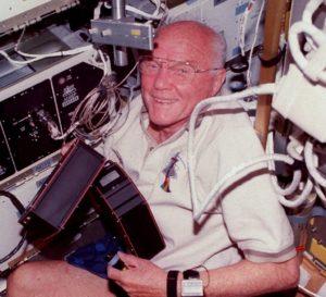 John Glenn podczas misji STS-95 / NASA