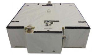 Zdjęcie nowego zestawu baterii litowo-jonowych (Li-Ion) dla ISS / Źródło: NASA, Aerojet Rocketdyne