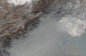 Okolice Pekinu skryte pod smogiem / Credits - NASA / Jeff Schmaltz, LANCE/EOSDIS Rapid Response, Mike Carlowicz