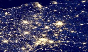 Mapa zanieczyszczenia świetlnego w Polsce. Dane: NOAA.