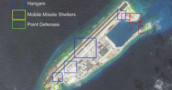 Jedna z rozbudowanych wysepek z nowymi chińskimi instalacjami wojskowymi / Credits - AMTI, DigitalGlobe