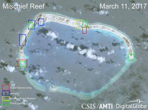 Jedna z rozbudowanych wysepek z nowymi chińskimi instalacjami wojskowymi / Credits - CSIS/AMTI, DigitalGlobe