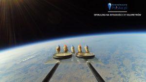 Spirulina na wysokości 37 km - kadr z misji PL-4 MOKOSZ / Credits - Arkadiusz Papaj, stratosferyczna Polska
