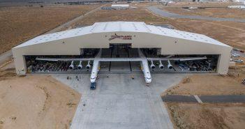Stratolaunch pierwszy raz poza hangarem