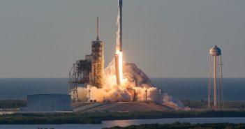 Start Falcona 9 z satelitą Inmarsat-5 (maj 2017) / SpaceX