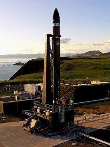 Rakieta na wyrzutni startowej w Nowej Zelandii / Credits - Rocket Lab