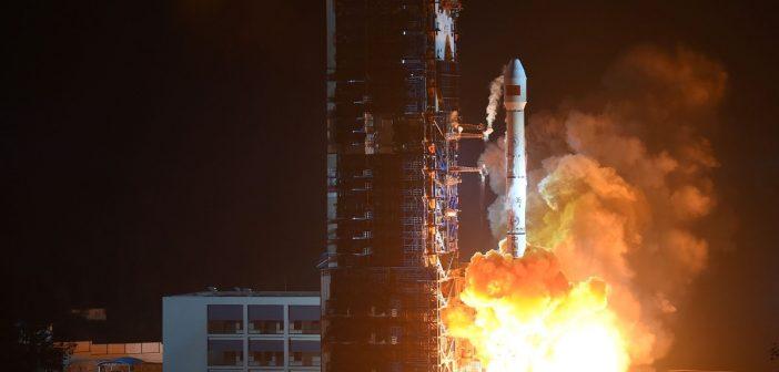 Rakieta CZ-3B/G2 (tutaj start z Zhongxing-1C z grudnia 2015) / Credits - CNSA