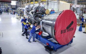 Silnik BE-4 (wraz z zainstalowaną dyszą) / Credits - Blue Origin