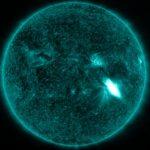 trzy minuty po fazie maksymalnej rozbłysku klasy M2.4 z 14 lipca 2017 / Credits - NASA, SDO