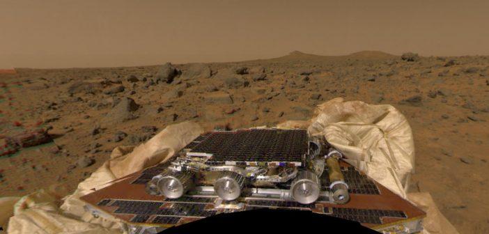 Widok na łazika Sojourner - Misja Mars Pathfinder / Credits - NASA