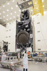 Prace nad Intelsat 35e przed integracją z rakietą Falcon 9 / Credits - Boeing
