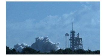 Zdjęcie wykonane tuż po próbnym odpaleniu silników pierwszego stopnia - przygotowania do misji CRS-12 / Credits - William Harwood, CBS Spacenews