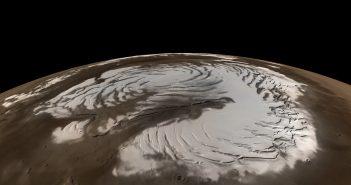 Nocą na Marsie pada śnieg