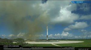Pierwszy stopień Falcona 9R po lądowaniu (misja OTV-5) / Credis - SpaceX