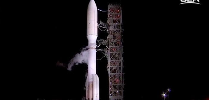 Rakieta Altas 5 z satelitą NROL-42 przed startem / Credits - ULA
