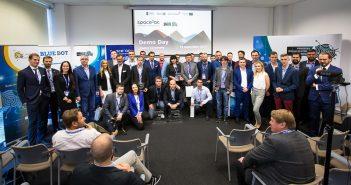 Wspólne zdjęcie startupów pierwszej edycji Space3ac oraz organizatorów programu / Space3ac