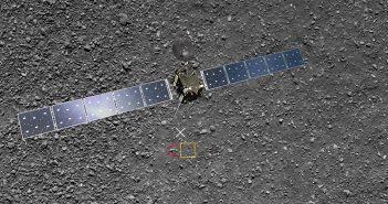 Grafika pokazująca dwa ostatnie zdjęcia z misji Rosetta (na czerwono obszar z ostatniego zrekonstruowanego zdjęcia) / Credits - ESA/Rosetta/MPS for OSIRIS Team MPS/UPD/LAM/IAA/SSO/INTA/UPM/DASP/IDA/ATG medialab