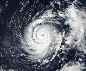 Widok na huragan Ophelia z satelity Suomi-NPP / Credits - NOAA/NASA Goddard Rapid Response Team