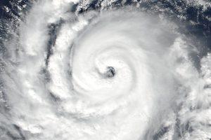 Zbliżenie na centralną część huraganu Ophelia / Credits - NOAA/NASA Goddard Rapid Response Team