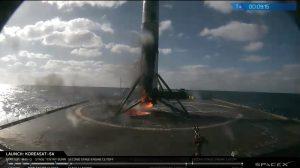 Udane lądowanie na barce OCISLY pierwszego stopnia Falcona 9 w dniu 2017.10.30 / SpaceX
