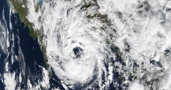 Zdjęcie cyklonu Numa okiem satelity Terra - 18 listopada 2017 / Credits - NASA, MODIS Rapid Response