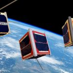 Grafika prezentująca CubeSaty orbitujące wokół Ziemi / Credits - ESA/Medialab