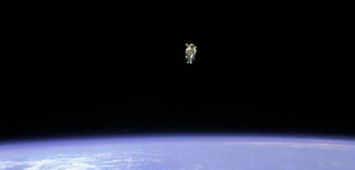 Bruce McCandless podczas lotu STS-41B / NASA