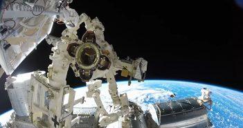 Widok na Ziemię podczas spaceru EVA-40 na Międzynarodowej Stacji Kosmicznej / Credits - ESA