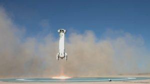 Rakieta New Shepard podczas pionowego lądowania / Blue Origin