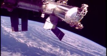 Kapsuła Dragon przyłączona do ISS - misja CRS-13 / Credits - NASA TV