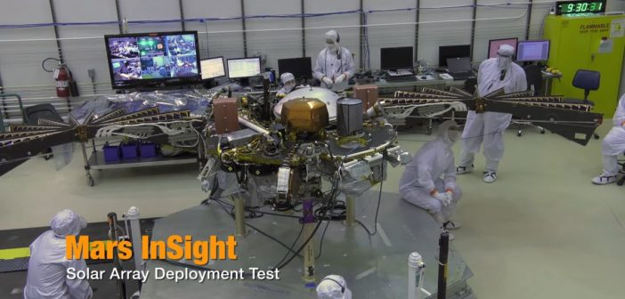 Rozkładanie paneli słonecznych InSight / Credits - JPL