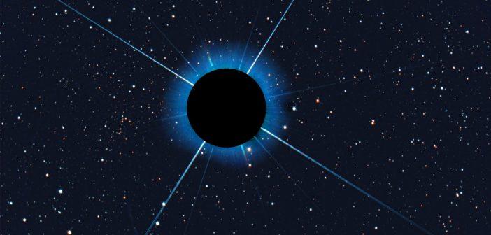 Mała gromada Gaia 1 - na lewo od przesłoniętego Syriusza / Credits - H. Kaiser
