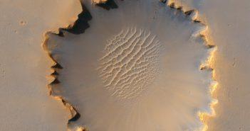 Krater Victoria, badany w przeszłości przez łazik Opportunity (zdjęcie z 2006 roku) / Credits - NASA/JPL-Caltech/University of Arizona/Cornell/Ohio State University
