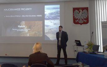 Krzysztof Kanawka z Blue Dot Solutions prezentuje informacje o projektach branży kosmicznej realizowanych na Pomorzu / Credits - Blue Dot Solutions
