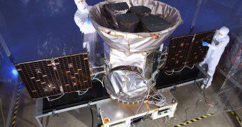 Zintegrowany teleskop kosmiczny TESS / Credits - NASA
