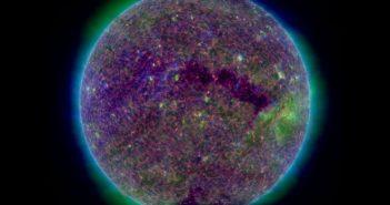 Słońce w dniu 8 kwietnia 2018 (złączenie obrazów z AIA 304, 211, 171) / Credits - NASA, SDO