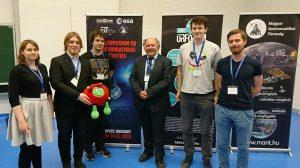 Uczestnicy projektu HEDGEHOG wraz z dr Piero Galeone, szefem Działu Edukacji Wyższej w Europejskiej Agencji Kosmicznej. Fot. projekt HEDGEHOG
