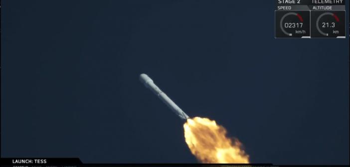 Kadr z transmisji startu Falcona 9 z teleskopem TESS / SpaceX