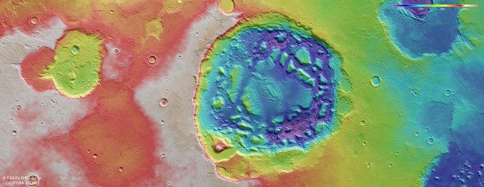 Topograficzny widok Ismenia Patera / credits: ESA/DLR/FU Berlin