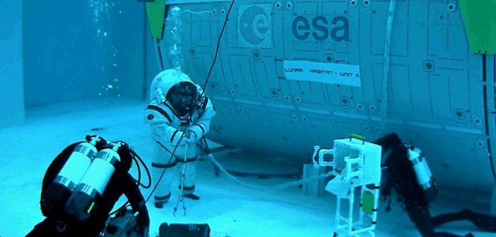 Podwodny spacer na Księżycu