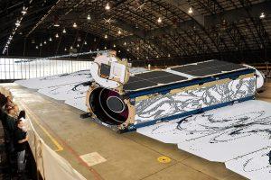 Żart firmy Planet - wielki CubeSat do obserwacji Ziemi / Credits - Planet