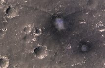 Dwa nowe kratery na powierzchni Marsa / Credits - NASA/JPL/University of Arizona
