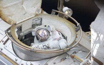 Początek spaceru EVA-51 / Credits - NASA