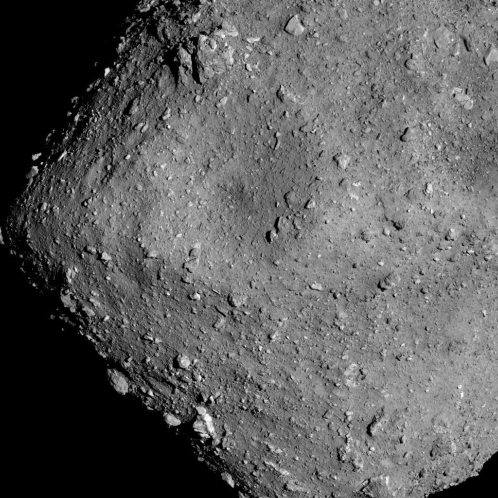 Planetoida Ryugu widziana z odległości 6 km / JAXA