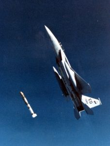 Amerykański test pocisku ASAT - 13 września 1985 / Credits - USAF