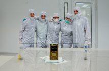 Zespół PW-Sat 2 po zakończonej integracji satelity i rozwinięcia anten / Credits - zespół PW-Sat 2