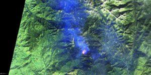 Zdjęcie pożaru znajdującego się około 30 km na wschód od miasta Visalia w Kalifornii (15 listopada), wykonane przez satelitę Sentinel 2 (zdjęcie przetworzone) / Credits - ESA, Sentinel Hub