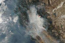 Obserwacje pożarów w Kaliforni okiem satelity Terra (zdjęcie przetworzone, ukazujące aktywne ogniska pożarów) - zdjęcie z 14 listopada 2018 / Credits - NASA, NOAA