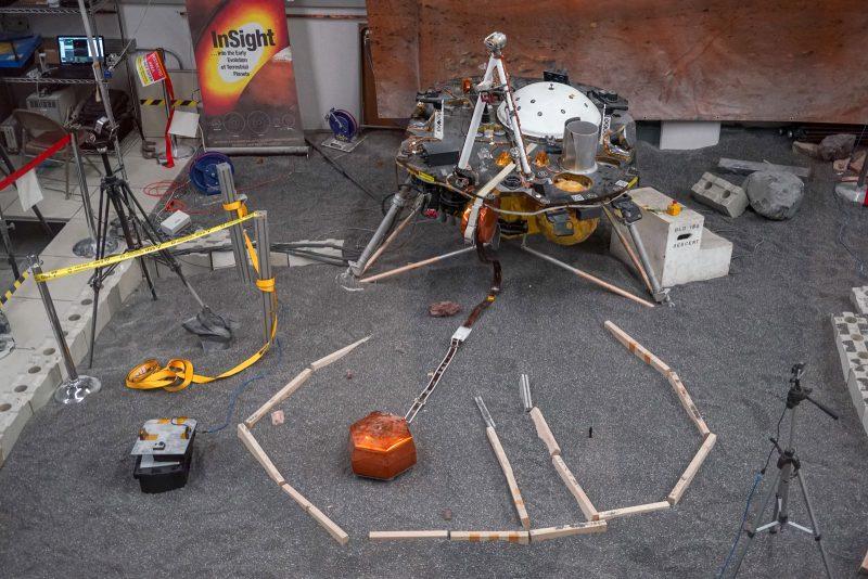 Przygotowania ustawienia sejsmometru na Marsie za pomocą naziemnego analoga / NASA